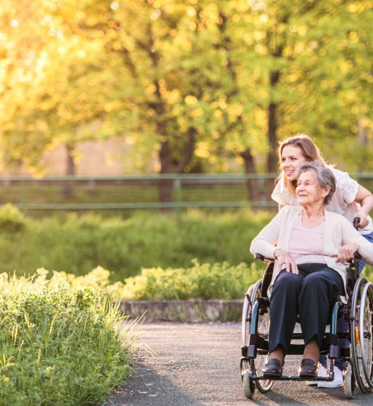 Dlaczego osoby starsze powinny zostać w domu? Jak w tym czasie zorganizowac im czas?..
